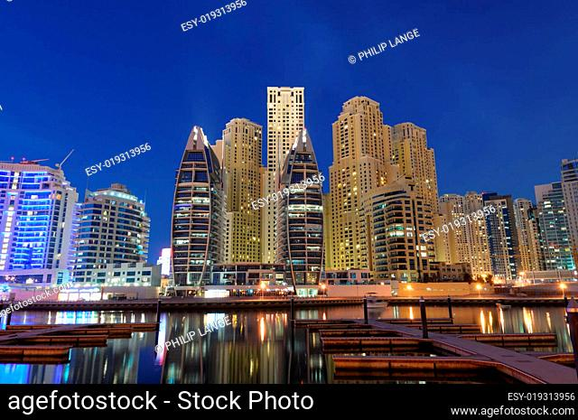 Dubai Marina am abend