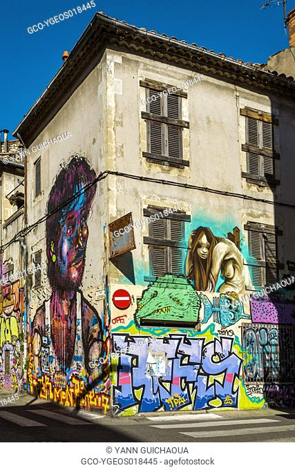 Painted facades rue Clerisseau