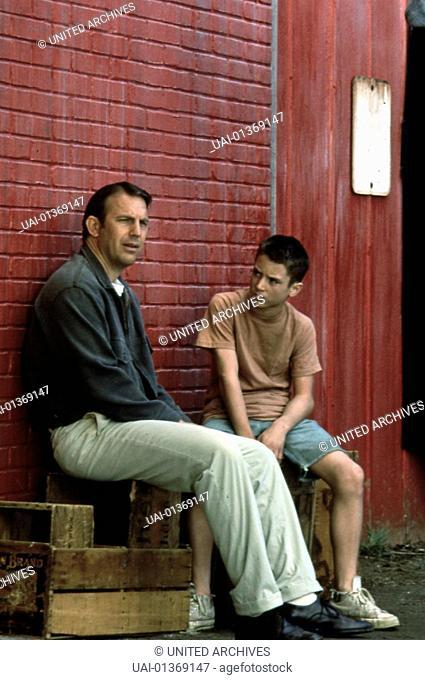 Kevin Costner, Elijah Wood Ihr Vater Stephen (Kevin Costner) ist Vietnam-Veteran und hat im Krieg schwere seelische Wunden davon getragen