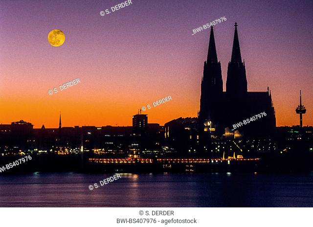 night shot of Cologne at full moon, Germany, North Rhine-Westphalia, Cologne