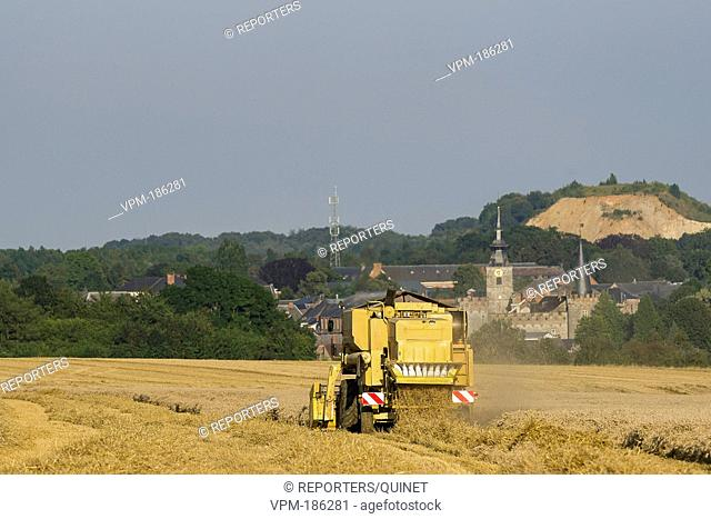 Hemptinne - 15 august 2016 The farmers take advantage of a few days without rain to harvest their fields. The seeds are directly poured in a truck