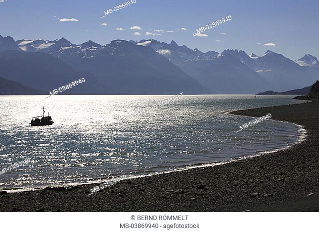 USA, Alaska, coast, Chilkat Inlet, bay, beach, flowers, sea, silhouette, fisher-boat, Coast Mountains, summers, North America, southeast-Alaska, Inside passage