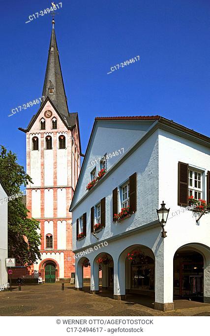 Germany, Kempen, Niers, Lower Rhine, Rhineland, North Rhine-Westphalia, NRW, provost church Saint Mariae Geburt, catholic parish church, business house, arcades