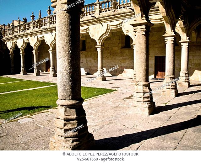 Gothic-Mudejar courtyard of Minor Schools (1428-1533), Salamanca. Castilla-León, Spain