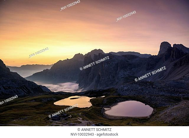 Lago dei Piani and Drei Zinnen hut at sunrise, Tre Cime Natural Park, Dolomites, South Tyrol, Italy