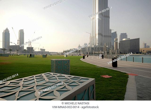 Burj Khalifa, S.O.M, Skidmore, Owings & Merrill, Dubai, UAE, 2010 view from street level with garden spaces and pedestrian walkway, DUBAI, UNITED ARAB EMIRATES