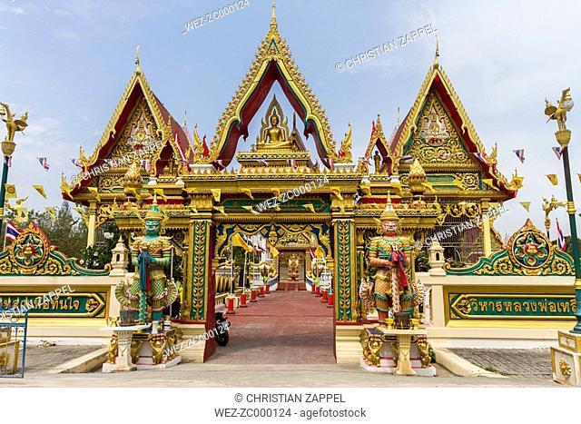 Thailand, Samut Sakhon, entrance gate of Wat Lang San Prasi with two temple guardians