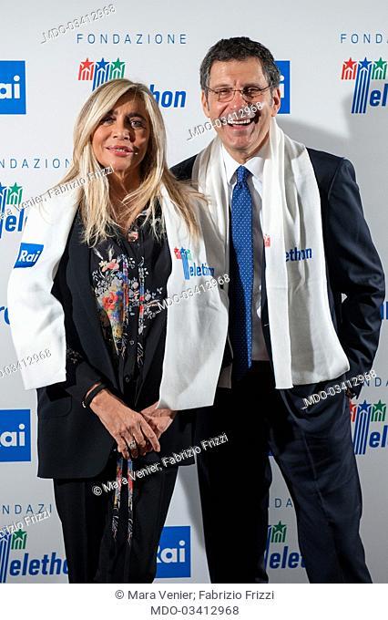 """Mara Venier e Fabrizio Frizzi al photocall della trasmissione Rai """"""""Telethon"""""""" nella sede Rai di Viale Mazzini. Roma 01 Dicembre 2016"""