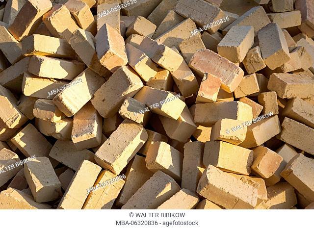 Iran, Central Iran, Abyaneh, building bricks
