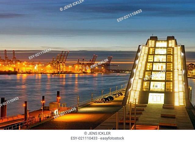 Moderne Architektur und Hafen in Hamburg