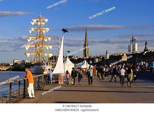France, Gironde, Bordeaux, area listed as World Heritage by UNESCO, Fete du Fleuve Garonne River Festival 2007, Cuauhtemoc training ship