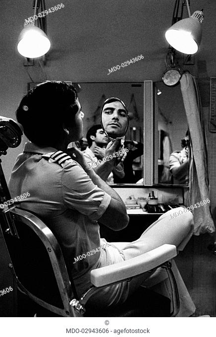 Italian actor Nino Castelnuovo (Francesco Castelnuovo) looking at himself in a mirror on the set of the film L'ospite segreto. June 1967