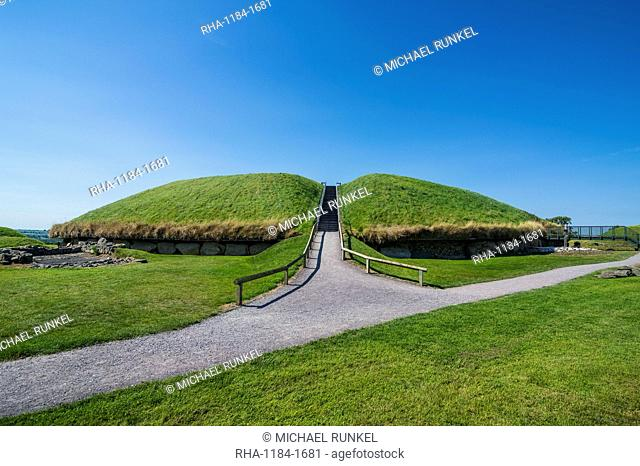 Knowth, Neolithic passage grave, UNESCO World Heritage Site, prehistoric Bru na Boinne, Valley of the River Boyne, County Meath, Leinster, Republic of Ireland
