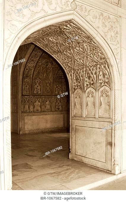 Sculptured doorway of the Khas Mahal, Marble Pavillon, Red Fort of Agra, UNESCO World Heritage Site, Uttar Pradesh, India, South Asia