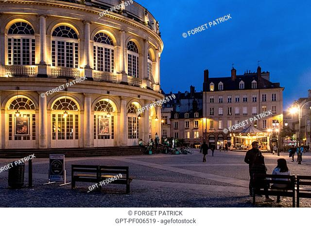 OPERA LIT UP AT NIGHT, PLACE DE LA MAIRIE, RENNES (35), FRANCE