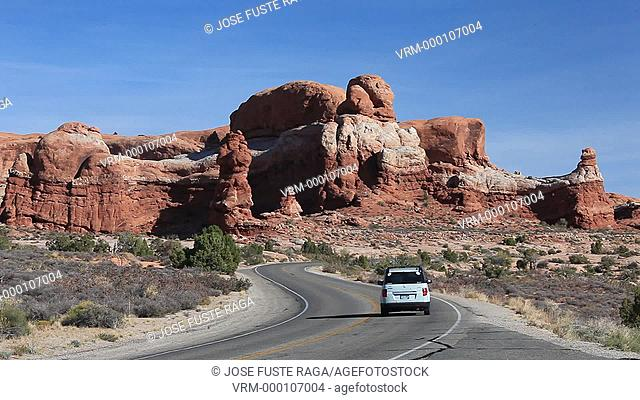 USA-Utah-Arches National Park-Rock formations-Arches drive