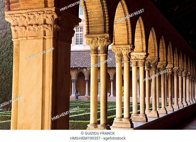 France, Haute Garonne, Toulouse, the cloister of the Couvent des Jacobins Jacobin convent, cloister arcades