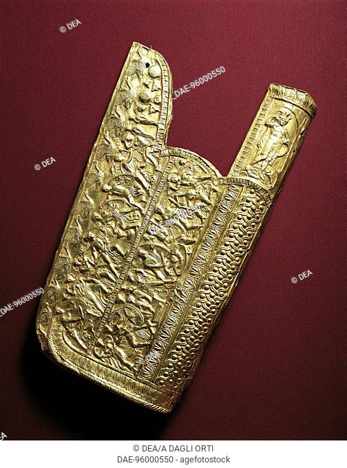 Greek civilization, 4th century b.C. - Gold quiver (copy) from Vergina. Tomb of Philip II  SALONIKA, ARHEOLOGIKÓ MOUSSÍo (ARCHAEOLOGICAL MUSEUM)