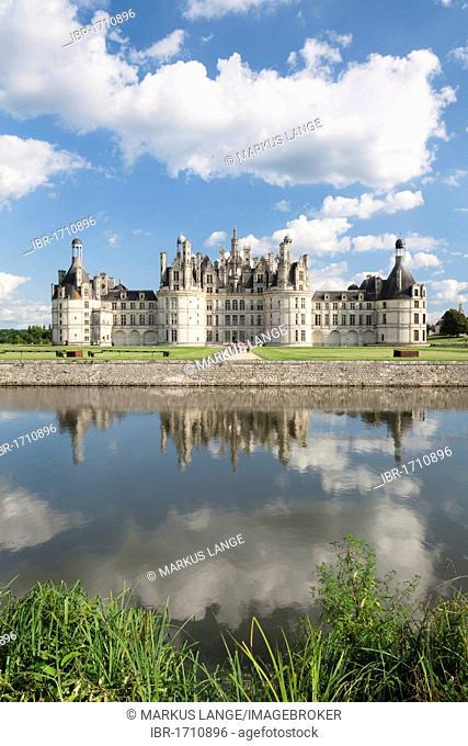 North façade with moat, Château de Chambord castle, Chambord, Département Loir-et-Cher, Region Central, France, Europe
