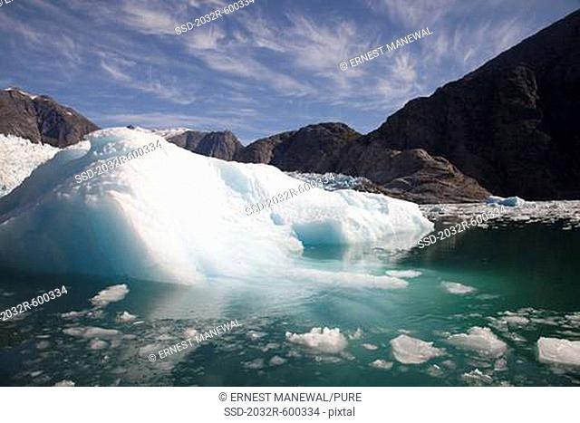 USA, Alaska, Le Conte Glacier, ice berg melting in water