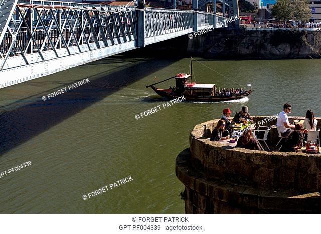TERRACE OF THE BAR PONTE PENSIL ON THE BANKS OF THE DOURO BENEATH THE LUIS I BRIDGE, PORTO, PORTUGAL