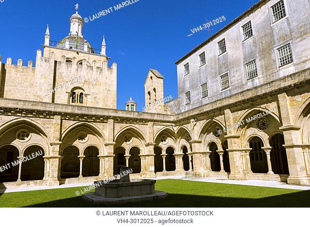 The cloister of the Old Cathedral, Sé Velha, Alta Area, Coimbra, Baixo Mondego, Centro Region, Portugal, Europe