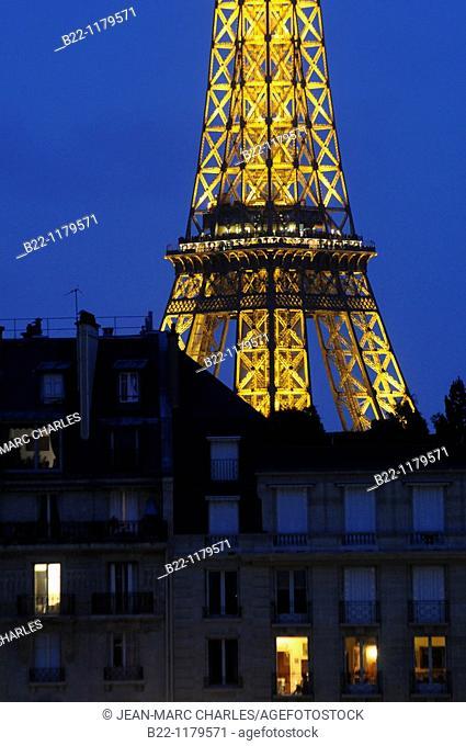 Esplanade des Invalides , Eiffel Tower, Paris, France