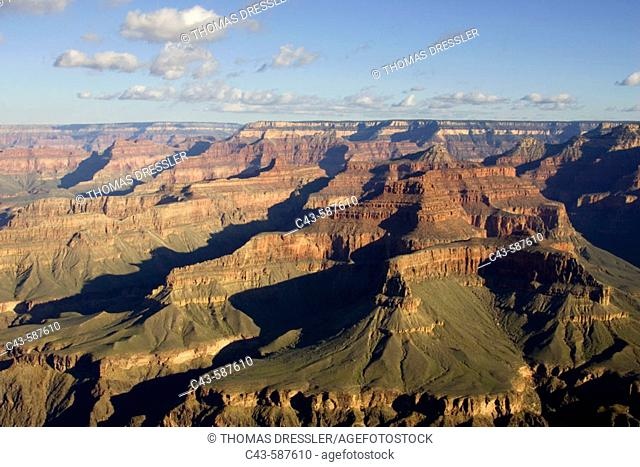 View of the Grand Canyon from Hermit Road (West Rim Drive) at the South Rim. Grand Canyon National Park, Arizona, USA