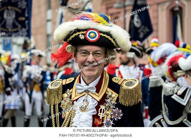 01 January 2019, Rhineland-Palatinate, Mainz: Rolf Manz, Mainzer Ranzengarde, is standing on the street. With the New Year's procession through the cathedral...