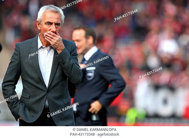 Hamburg's head coach Bert van Marwijk looks on before the German Bundesliga soccer match between 1. FC Nuremberg and Hamburger SV at the Grundig Stadium in...