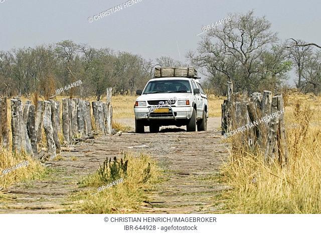 Drive over a wooden bridge, Moremi Nationalpark, Moremi Wildlife Reserve, Okavango Delta, Botswana, Africa