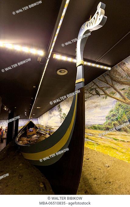 Denmark, Funen, Ladby, Ladby Vikingmuseum, Viking king's funeral ship diorama