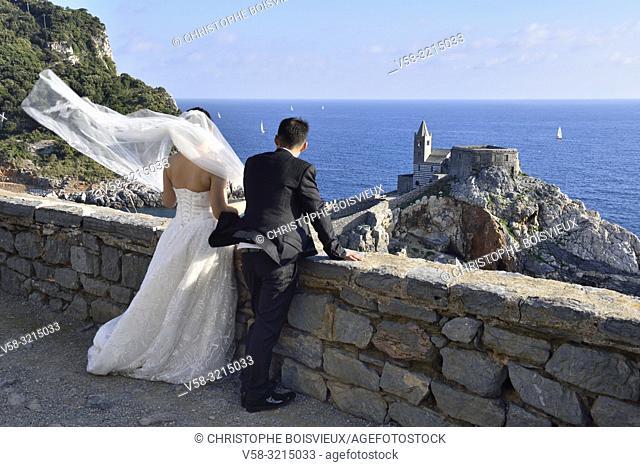Italy, Liguria, World Heritage Site, Porto Venere, Chinese newly weds