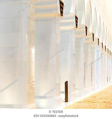 ABU DHABI, UNITED ARAB EMIRATES - NOVEMBER 5: Sheikh Zayed Grand Mosque November 5, 2013 in Abu Dhabi, United Arab Emirates