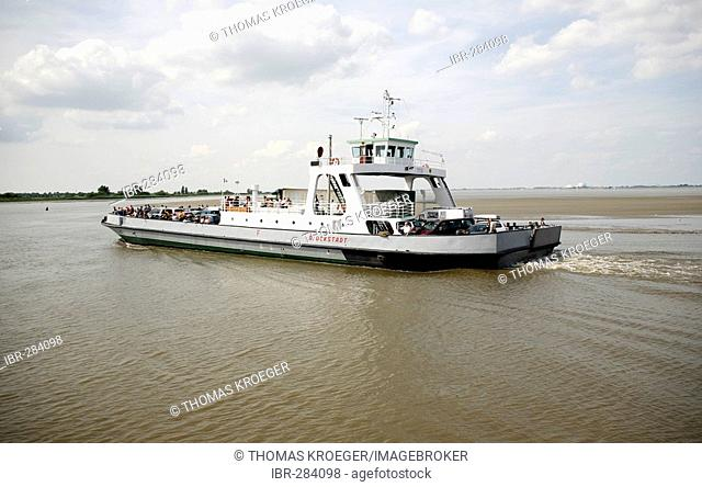 Ferry boat over the Elbe, Glueckstadt-Wischhafen, Schlewsig-Holstein, Germany