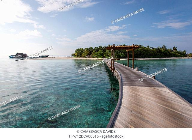 Maldives, Ari Atoll, Moofushi Resort, The deck from the Water Willas to the island