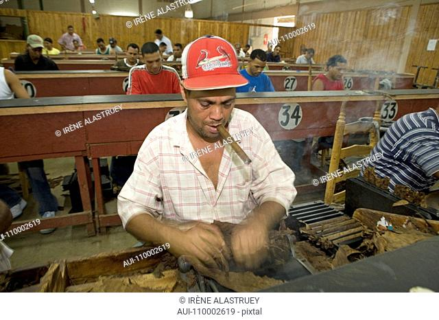 Dominican Republic - Centre - The Cibao Valley - tobacco - Santiago - Cigar Factory