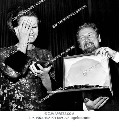 Dec. 16, 2011 - Sophia Loren presented with Gold Star Award when she attends the premiere of her film. Sophia Loren last night received the first Aleksander...