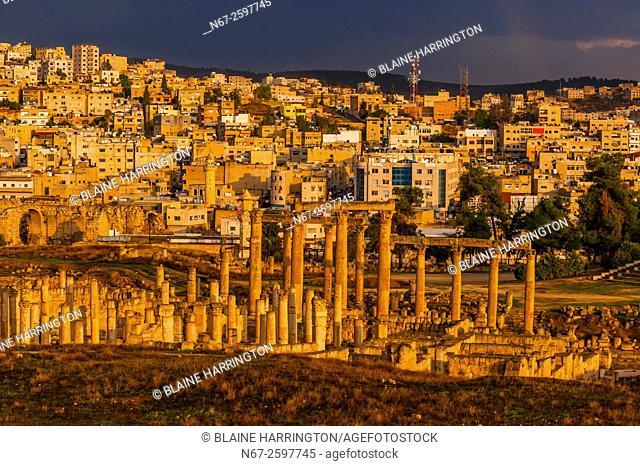 Ruins of the Greco-Roman city of Gerasa, with the modern city of Jerash behind (near Amman), Jordan