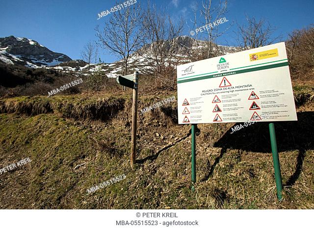 Warning sign in mountain landscape, trekking, path, way, Senda, Asturias, Picos de Europa, Roman way, smuggler's way, Spain