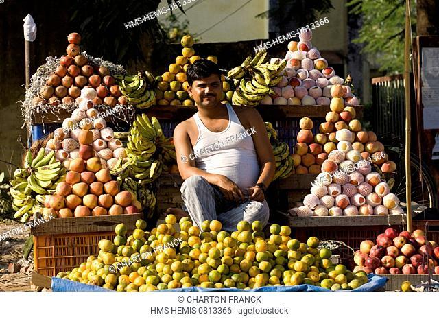 Nepal, Terai area, Bheri Zone, Banke District, Nepalgunj, street fruit seller