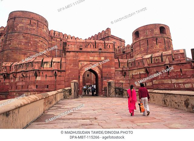 Tourists at Agra fort built in 16th century by Mughal emperor made by red sand stone on west bank of the Yamuna River ; Agra ; Uttar Pradesh ; India UNESCO...