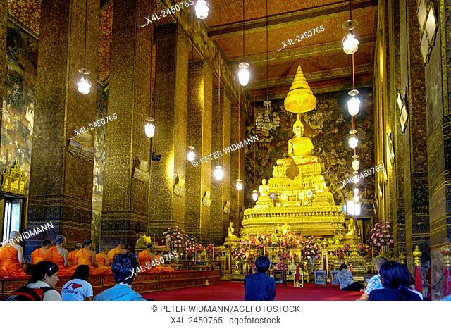 Golden Buddha Statue in Wat Pho Temple, Bangkok, Thailand, Asia
