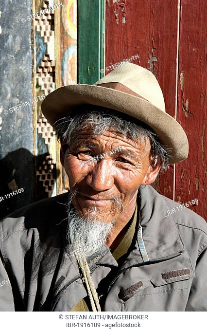 Old Tibetan man with a beard wearing a hat, portrait, Lhasa, Ue-Tsang, Central Tibet, Tibet Autonomous Region, Himalaya Range, People's Republic of China, Asia