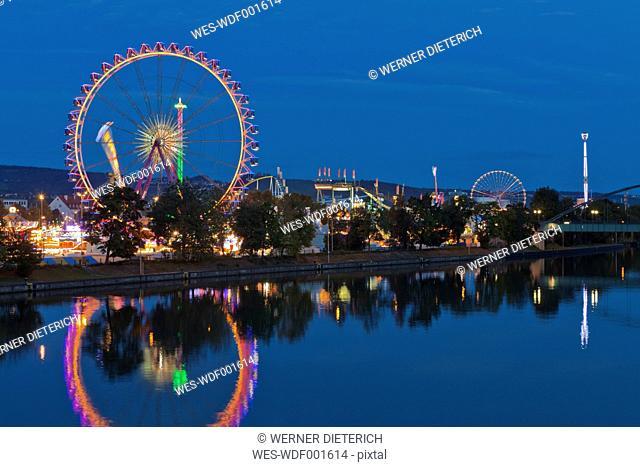 Germany, Baden Wuerttemberg, Stuttgart, Fairground rides at Cannstatter Volksfest