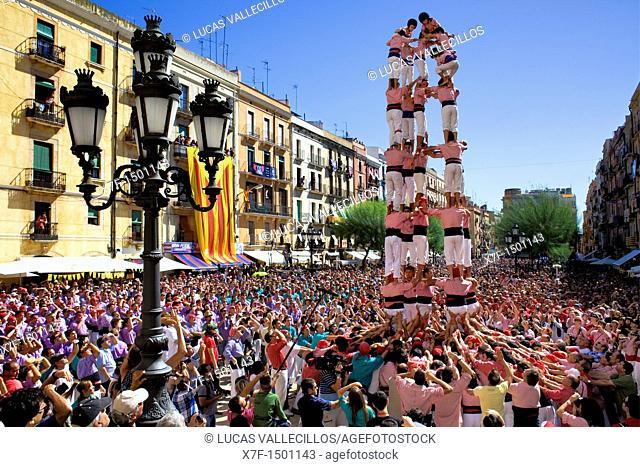 Xiquets de Tarragona 'Castellers' building human tower, a Catalan tradition Festa de Santa Tecla, city festival  Plaça de la Font Tarragona, Spain