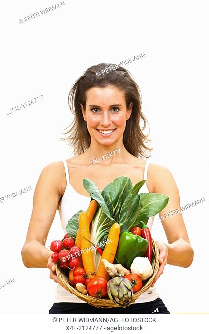 Young woman with vegetable bowl (model-released)