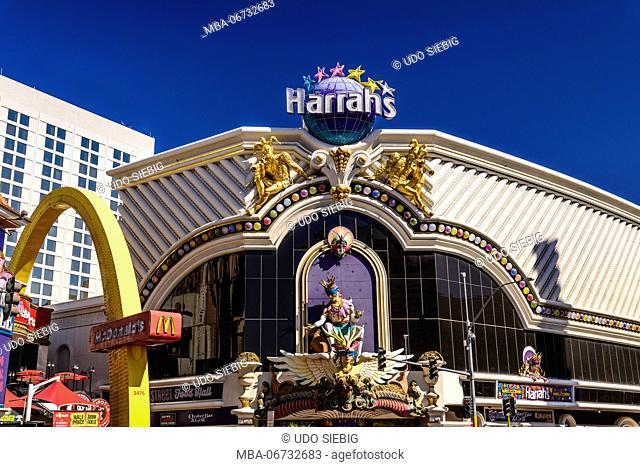 The USA, Nevada, Clark County, Las Vegas, Las Vegas Boulevard, The Strip, Harrah's, entrance