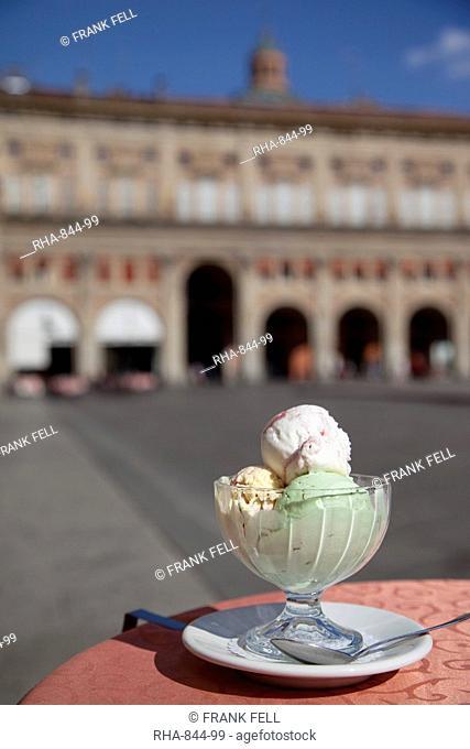Italian icecream, Piazza Maggiore, Bologna, Emilia Romagna, Italy, Europe
