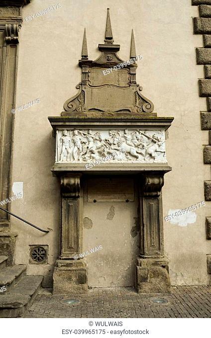 Stele rappresentante la bella Galiana situata in Piazza del plebiscito